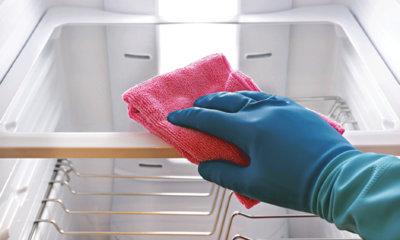 чем отмыть холодильник