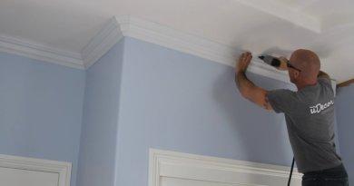 Потолочный плинтус — виды и монтаж на потолок